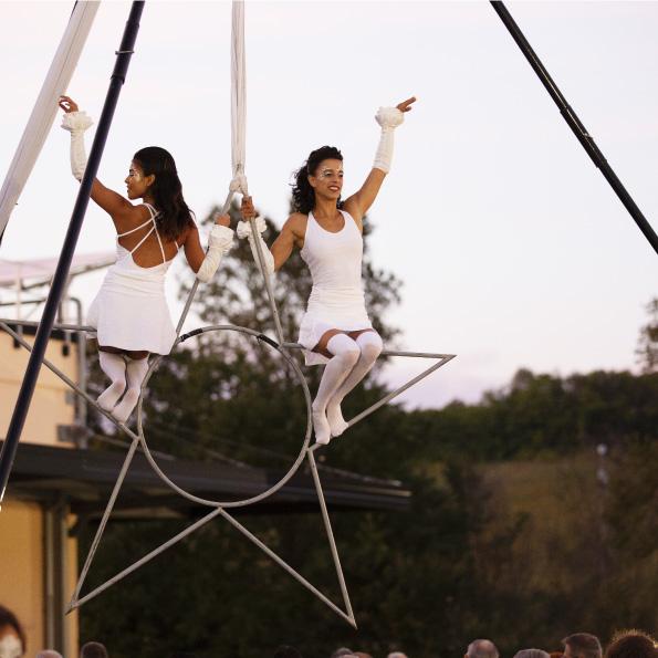 performance di danza in aria