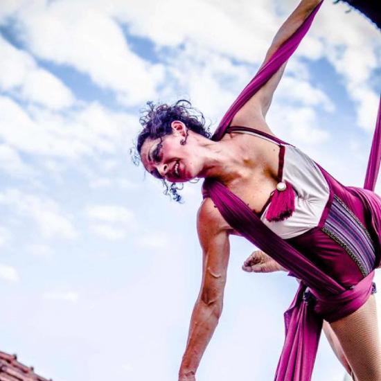 danzatrice su nastri aerei