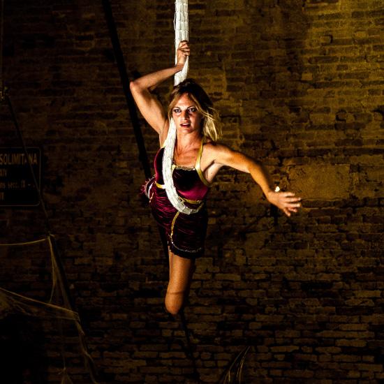 danzatrice su tessuti