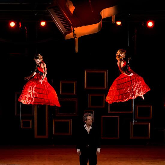 ballerine sospese in aria spettacolo ludwig