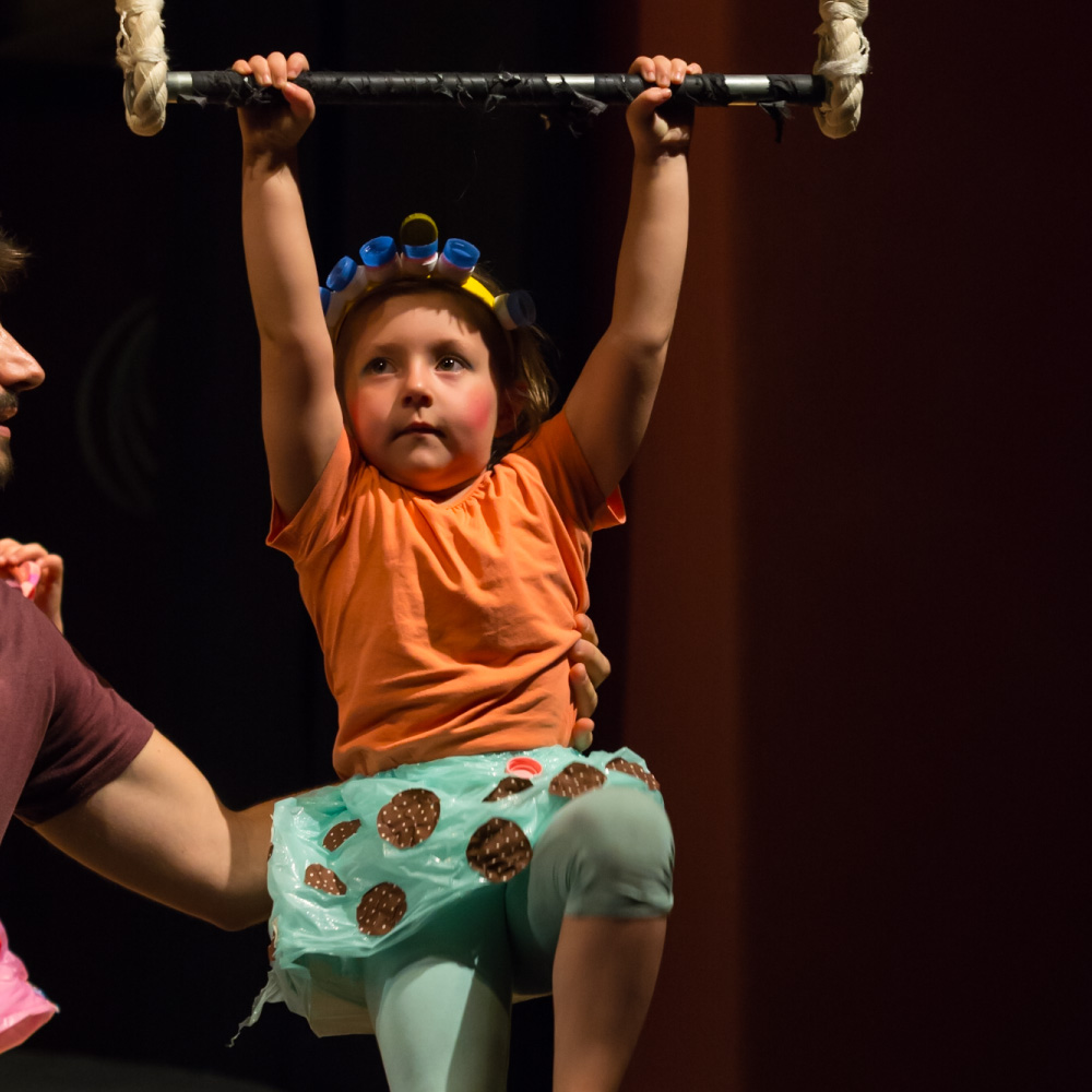 bambini in scuola di circo